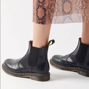 Dr. Marten 2976 Chelsea Boot Smooth Black